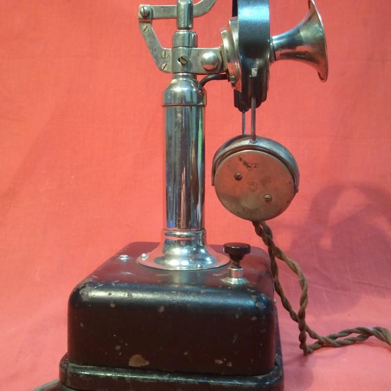 Столовый телефонный аппарат № 962 диспетчерской связи.
