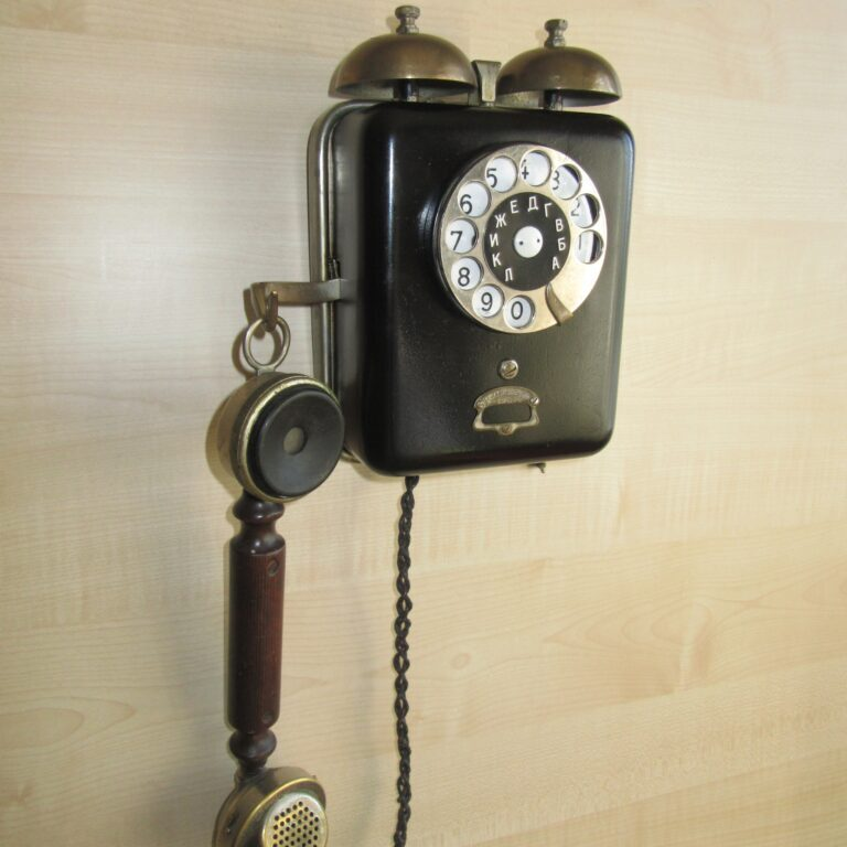 Антикварный телефонный аппарат завода им. Кулакова. 1920-ее гг.